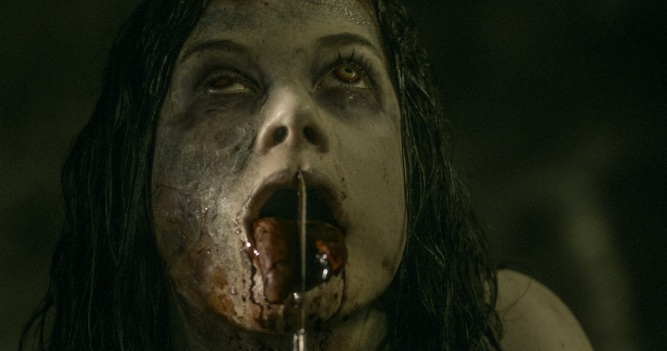 jane-levy-in-evil-dead-2013-movie-image-21