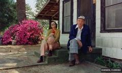 Para su segundo documental, Errol Morris estaba interesado en la historia de los residentes de Vernon, Estados Unidos que se automutilaron para cobrar un seguro de vida. Sin embargo, ante amenazas de muerte, el director se limitó a retratar a otros habitantes de la ciudad.