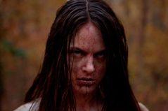 Jennifer es escritora y se va fuera de la ciudad a pasar unos días de descanso en el campo. De pronto, su tranquilidad se ve interrumpida por cuatro tipejos que le pegan una terrible paliza y la violan brutalmente. Cuando logra escapar Jennifer decide ir en busca de cada uno de ellos y cumplir su venganza con las mismas.