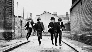 Captura el sorprendente momento en el que los chicos de Liverpool se convierten oficialmente en los singulares ídolos de su generación y comienzan a transformar la música para siempre.