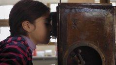 Hace más o menos 30 años el director Ignacio Agüero filmó Como me da la gana, una película en la que interrumpía los rodajes de quienes filmaban en ese tiempo para preguntarles sobre el sentido de hacer cine en dictadura.