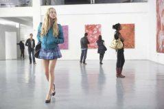 Art Spindle es dueño de una prestigiosa galería de arte en Londres. Su ayudante, Beth, se acuesta con uno de los clientes más fieles de la galería, Bob Macclestone, a la espera de que éste abra una galería para ella sola. Por su parte, la esposa de Bob también está al acecho de un joven artista que no responde a sus insinuaciones pues éste busca a otra ayudante de Art, Paige.