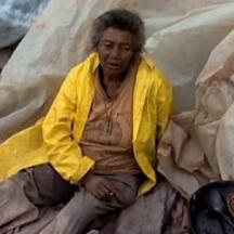 Estamira, una mujer esquizofrénica de 63 años, ha vivido en el vertedero sanitario de Jardim Gramacho, Brasil, donde se recibían más de ocho8 mil toneladas de basura provenientes de Río de Janeiro. Estamira muestra, desde otro ángulo, la irrebatible realidad de los desechos de la metrópoli.