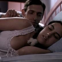 Érase una vez una pareja que escondía sus emociones, hasta que un buen día la casualidad tocó a su puerta.